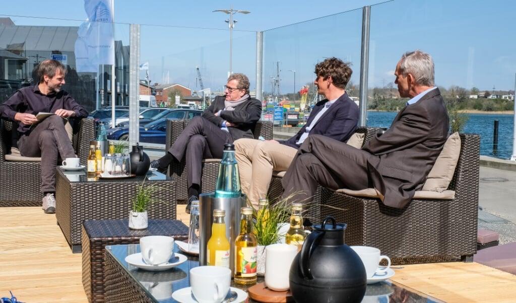 Das Modellprojekt »Schleiregion« darf mit einer Verlängerung rechnen. Das betonte Tourismusminister Bernd Buchholz (2.v.l.) bei seinem Besuch in Kappeln im Gespräch mit (v.l.) Max Triphaus (Ostseefjord Schlei), Bo Teichmann (Hotel Pierspeicher) und Bürgermeister Heio Traulsen.    (Sebastian Iwersen)