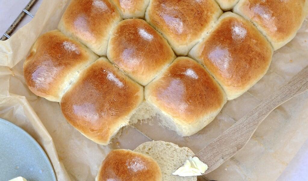 I Danmark bliver der i aften spise varme hveder forud for store bededag i morgen. Traditionen er ikke religiøs, men mere en praktisk foranstaltning fra gamle dage,  ( Camilla Pi Kirkegaard)