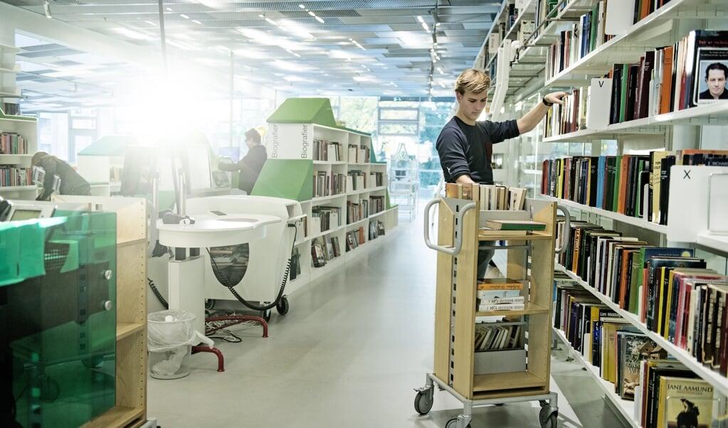 Fredag modtog over 10.000 forfattere deres bibliotekspenge. I år kan det ses i opgørelsen, at corona har betydet, at flere går på biblioteket hjemmefra, hvor de dykker ned i lyd- og e-bøger bag skærmen. Arkivfoto:  (Christian Liliendahl, Ritzau Scanpix)