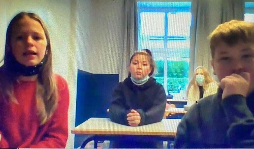 Eleverne på Før har arbejdet ihærdigt med den store historie. Kort fortalt handler bogen om en gruppe børn på Før, som sidst i 1387 bliver involveret i kongemordet på Margrete den førstes søn.  ( Skoleforeningen)