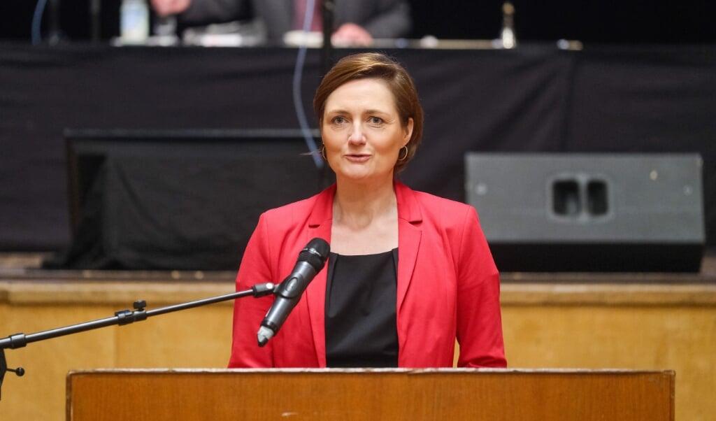 Flensborgs overborgmester Simone Lange mener, at det kan gavne kommunen, at SSW får en plads i Forbundsdagen.   (Sven Geißler)