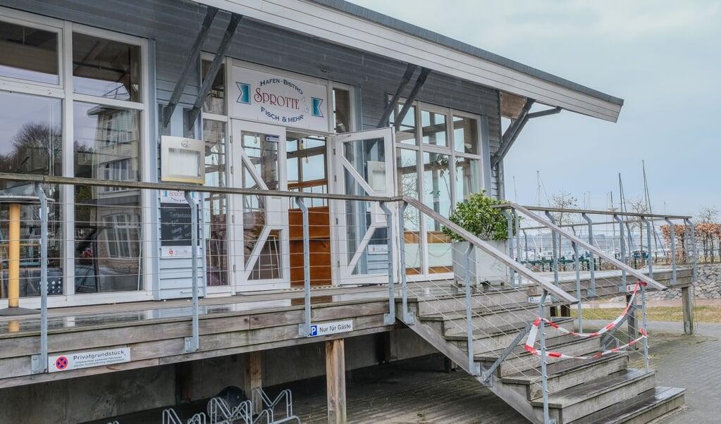 """Fiskerestauranten """"Sprotte"""" i Flensborg Havn er nu historie. Efter at lejekontrakten var udløbet ved årsskiftet, er en ny aftale ikke kommet i stand. Lukningen har derfor intet med corona at gøre.    (Sven Geißler)"""