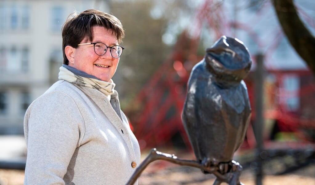 Marit Beckmann finder energi i at male og se på fugle og har med egne ord »meget pip«. Meget passende har Jens Jessen-Skolen en ugle i sit logo.  ( Kira Kutscher)
