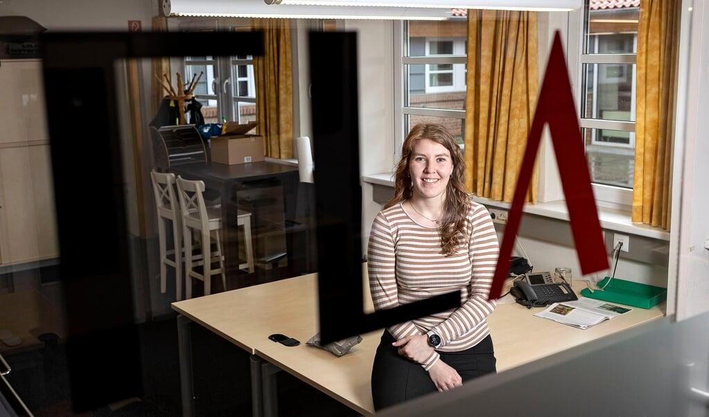 Jade Madsen Wittenkamp er netop begyndt på Flensborg Avis' lokalredaktion i Flensborg.  ( Lars Salomonsen)