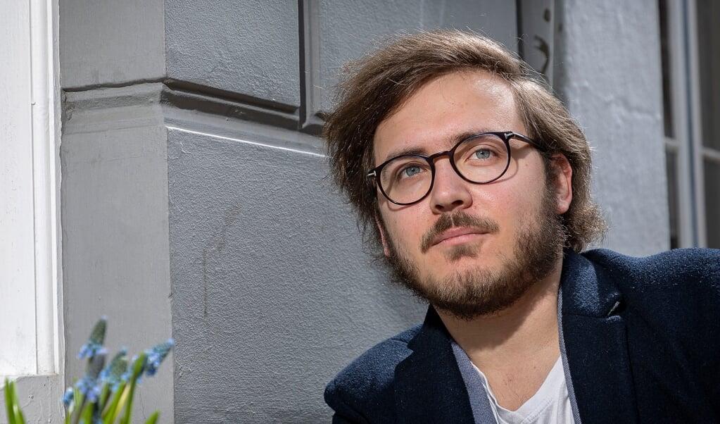 En smule guitar-spil kan det måske blive til i fritiden, men for det meste bruger Mats Rosenbaum også sin fritid på at beskæftige sig med politiske emner.   ( Lars Salomonsen)