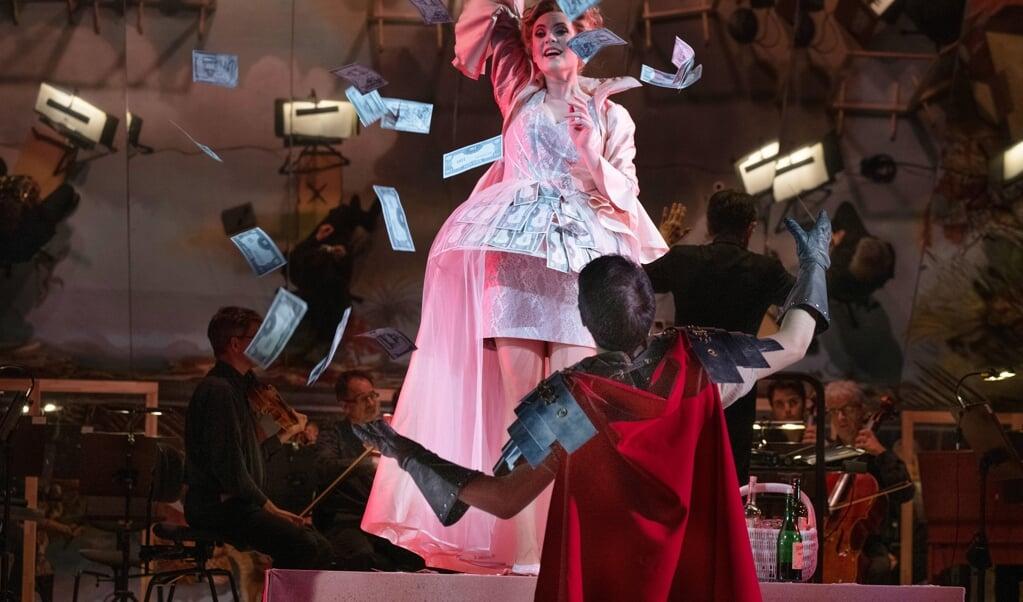 Den 8. maj fejrer musikteatret dobbeltpremiere i Flensborg.   (Landestheater)