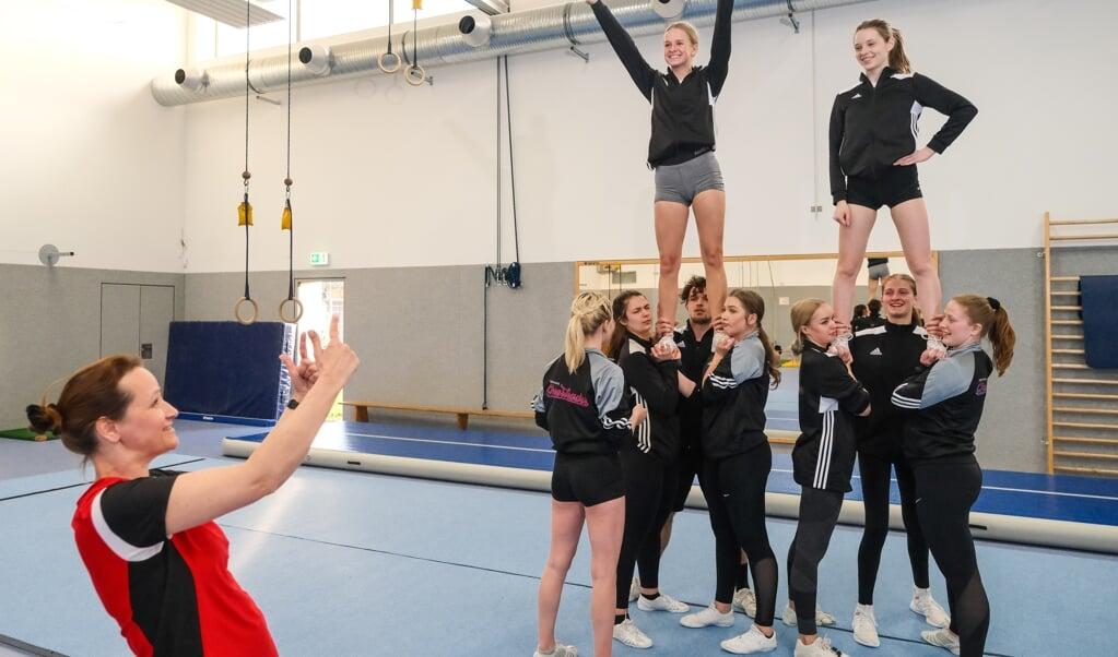 Endlich wieder gemeinsam Sport treiben - bei den Cheerleadern des TSB war die Freude am Montag groß.  ( Sven Geißler)