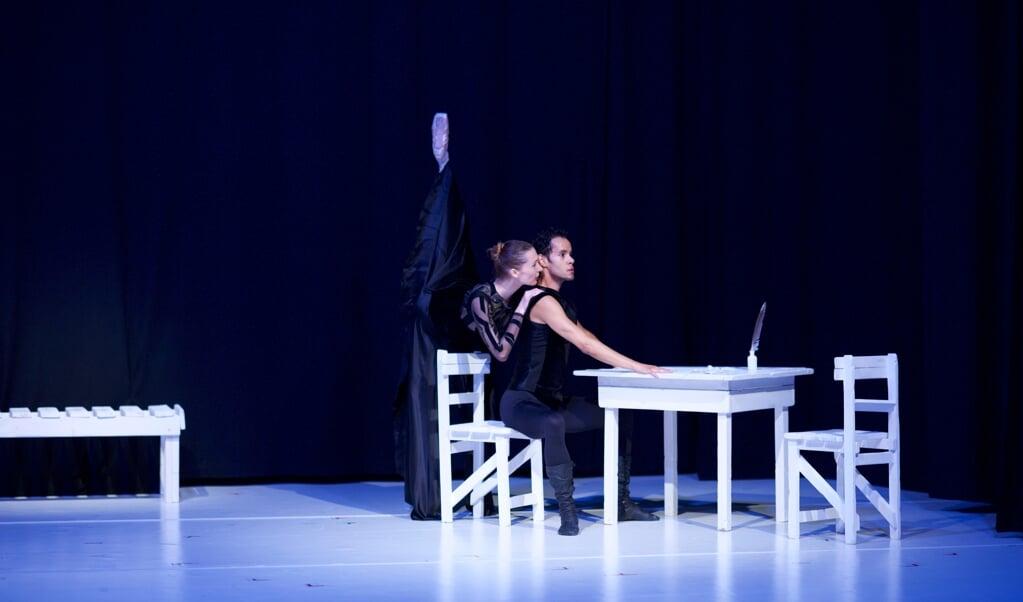 Tanja Probst-Iliev og Nikolay Iliev i »Der Gast«. De to har tidligere været medlemmer af Landestheaters balletensemble.   (Heiner Seemann)