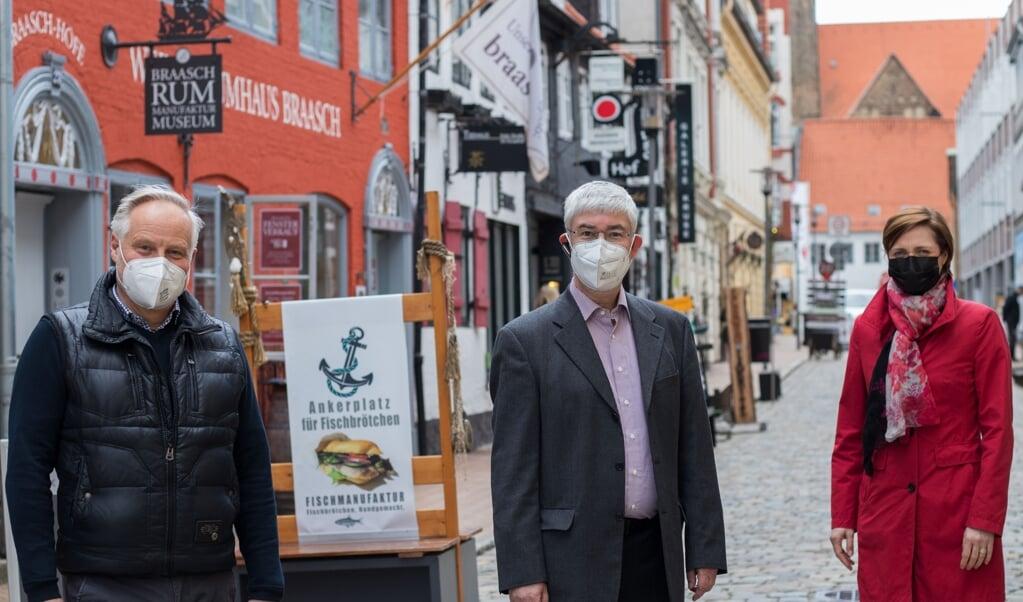 Bela Bergemann (i midten) starter i jobbet som citymanager på mandag. Allerede inden hans første arbejdsdag diskuterede politikerne specifikke opgaver.  ( Flensburg Kommune)