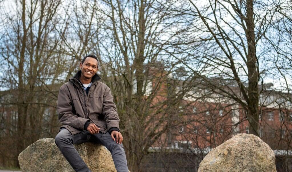 Munzer Osman studerer egentlig på Europa-Universität i Flensborg (i baggrunden), men han har ikke været inde på universitet endnu, da al undervisning foregår online.  ( Kira Kutscher)