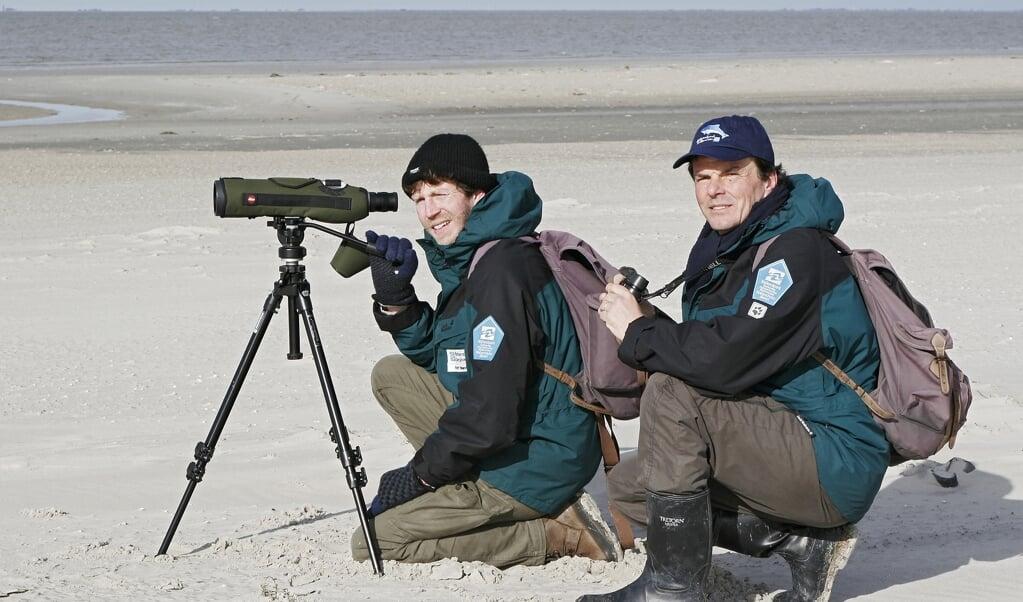 Zwei Ranger der Nationalparkverwaltung, die seit 25 Jahren im Dienst sind: Rolf Manderla (l.) und Wolfgang Förster-Hahn. Archivfoto:  (Stock, LKN.SH)