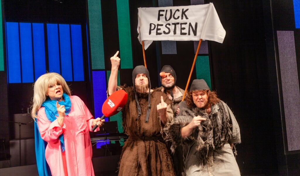 »Gutter i kutter« - middelalderens »Men in Black«. På billedet ses Jeanne Boel, Carsten Svendsen, Jesper Lundgaard og Jeff Schjerlund.   (PR)