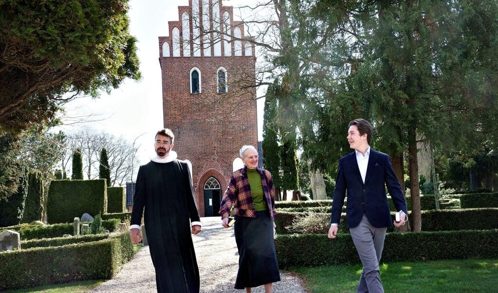 Ligesom andre konfirmander har prins Christian skullet i kirke et vist antal gange inden den store dag. 25. april var han med dronningen til gudstjeneste i Asminderød Kirke hos sognepræst Simon A. Drigsdahl.   (Keld Navntoft , Kongehuset/Ritzau Scanpix)