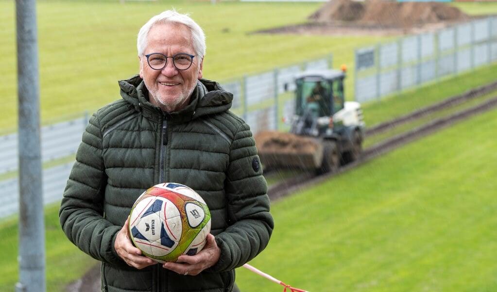Holger Sohrweide har været træner i TSB i mange år. I dag sidder han i bestyrelsen. Den 73-årige synes at det er noget så spøjst at have trænet oven på en skarp bombe i al den tid uden at vide noget.    (Kira Kutscher)