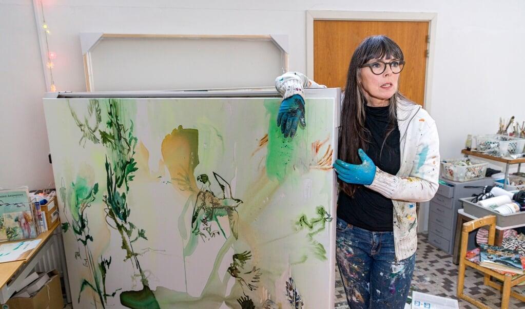 Inka Sigel fotograferet i sit værksted i Odder.   (Lars Salomonsen)