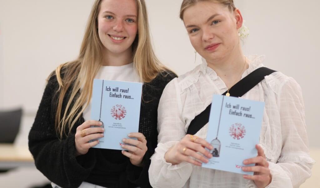 Hedda Sievert og Ellen Marie Wiege er to af de 13 forfattere, som var med til at lave bogen Ich will raus! Einfach raus - Jeg vil ud! Bare ud.   (Mathies Dalsgaard, JydskeVestkysten)