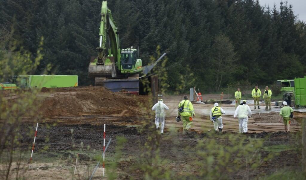 De indledende øvelser med at opgrave de omkring 13.300 ton aflivede mink er begyndt med en prøveopgravning ved Nørre Felding.  (Mikkel Berg Pedersen/Ritzau Scanpix)