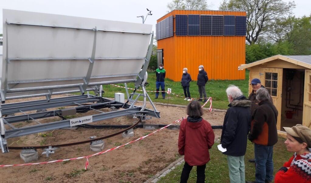 Flere borgere fra Lyksborg kom til åbningsdag hos Artefact, som præsenterede den nye »Sun Oyster« (tv.). De kommende åbningsdage er der dog usikkerhed omkring.  (Artefact)