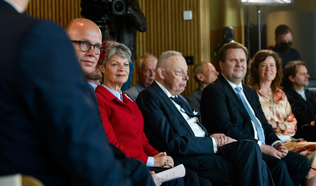 Greveparret Sussie og Ingolf samt fondsdirektør Mads Lebech fra A.P. Møller Fonden deltog, da Skamlingsbanken officielt genåbnede.   (Palle Skov)