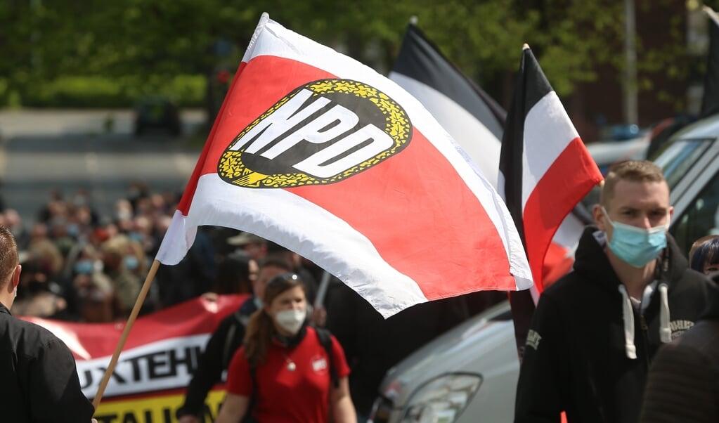 Tilhængere af det højreekstremistiske NPD under en af deres marcher. I Slesvig-Holsten har NDP øget deres medlemstal fra 100 til 120 i løbet af 2020.    (David Young/dpa)