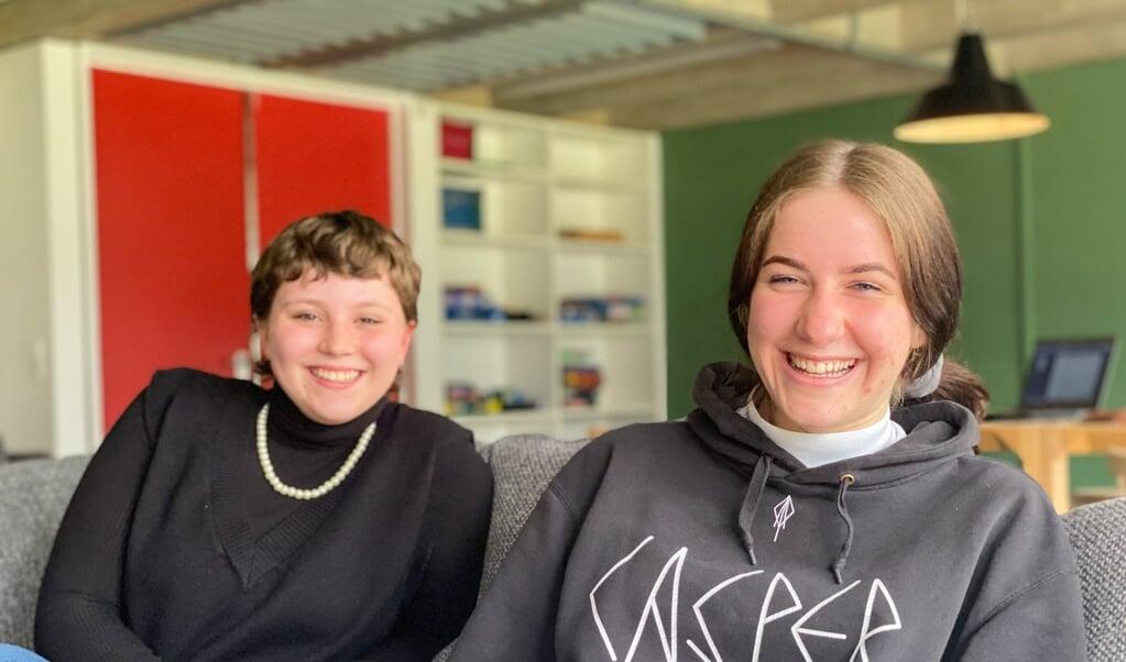 Pia Hagens og Karo Stoklasa mener, der er store fordele forbundet med at bo på kollegiet. De er begge 16 år.  ( Nanna Sarauw)