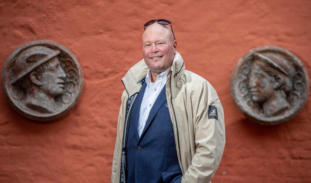 Walter Erich Habicht stiller op som kandidat til forbundsvalget for partiet Freie Wähler. Her er han fotograferet mellem reliefferne, der pynter Roter Hof.   (Tim Riediger)