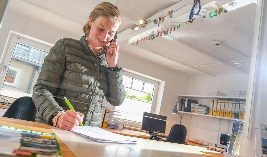 Jonna Petersen ejer campingpladsen i Bogholmvig, og hun glæder sig over at må åbne for campinggæster igen. Hun håber derudover, at sæsonen fra nu af kommer til at forløbe gnidningsfrit.  (Arkivfoto: Sven Geißler)