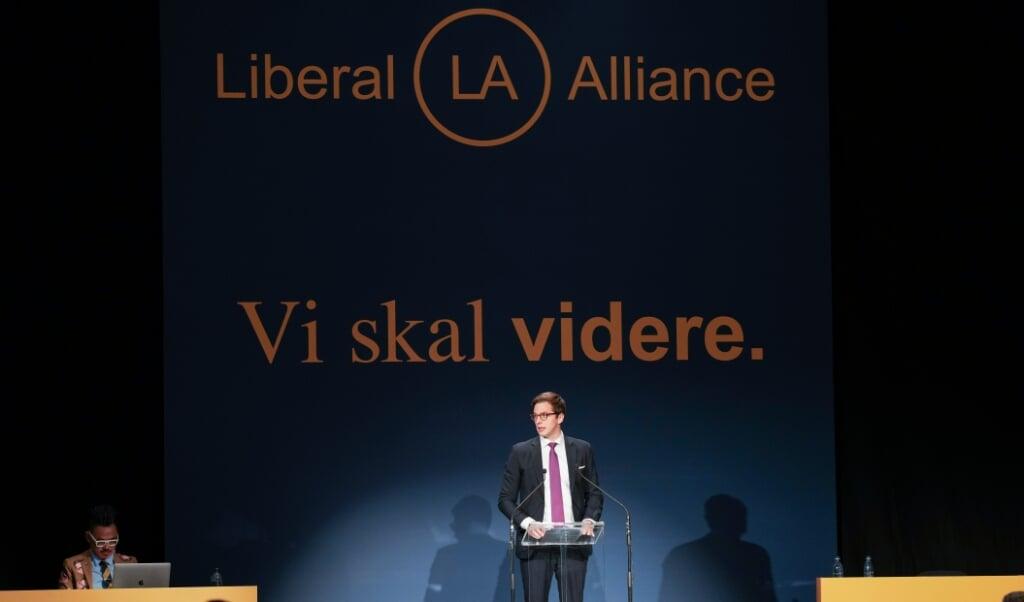 Vi skal videre lyder Liberal Alliances motto ved landsmødet i Vejle. Men partiformand Alex Vanopslagh tvivler på, at det kan lade sig gøre med de nuværende ledere hos Venstre og De Konservative.    (Claus Fisker/Ritzau Scanpix)