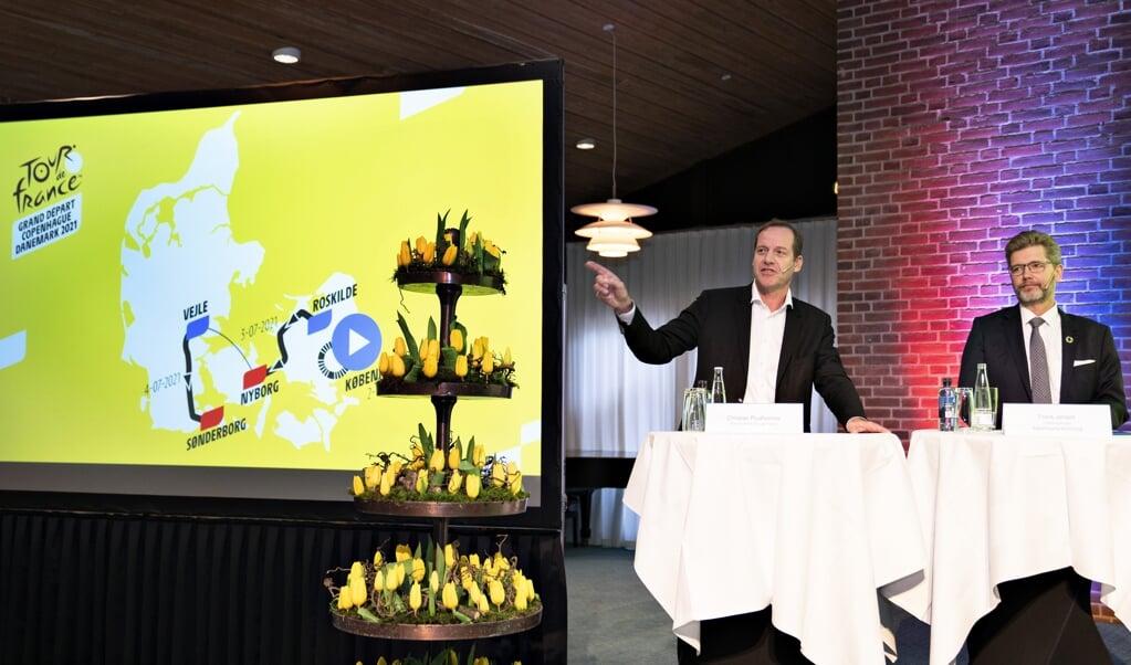 Erhvervsminister Simon Kollerup (S), løbsdirektør for Tour de France, Christian Prudhomme, og tidligere overborgmester i København Frank Jensen (S) præsenterede i februar 2020 de tre indledende etaper af Tour de France 2022.  (Henning Bagger/Ritzau Scanpix)