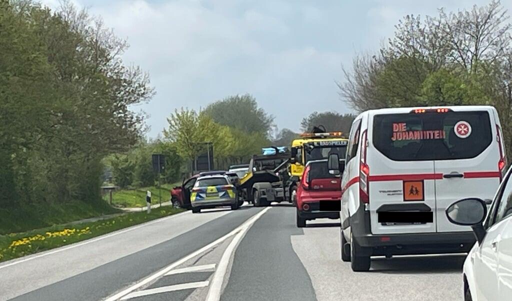 Trafikken stod stille i begge retninger efter et uheld på B201.  (Cenia Bahnsen)