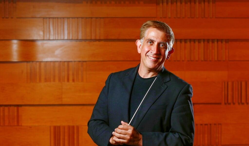Australieren Nicolas Milton står i spidsen for Slesvig-Holstens Symfoniorkester.   (John Appleyard)