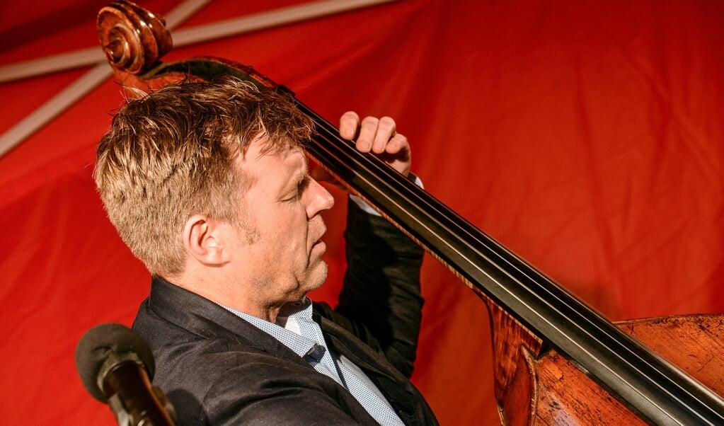 Bassisten Martin Wind spillede mest jazz-standarder, men her gør han sig i Johann Sebastian Bach. Fotos:  (Hans Christian Davidsen)