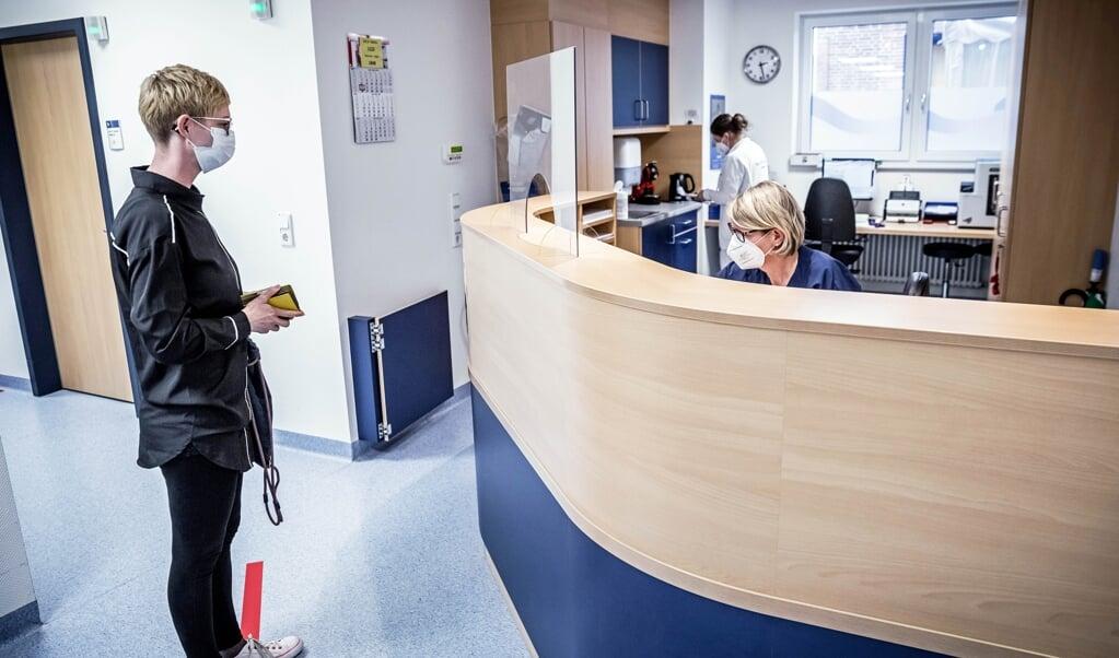 Der skal fortsat bæres mundbind i Klinikum Nordfriesland.   (Klinikum Nordfriesland)