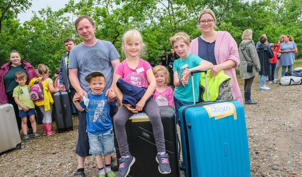 Syvårige Penille Ohlsen og hendes tiårige bror Bo glædede sig til en uges sommerlejr.     (Sven Geissler)