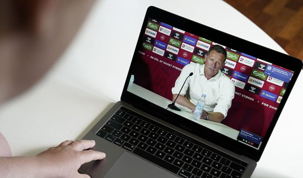 DBUs fodbolddirektør Peter Møller, læge Morten Boesen og landstræner Kasper Hjulmand, på et digitalt pressemøde fra EM-landsholdslejren i Helsingør.  (Mads Claus Rasmussen/Ritzau Scanpix)