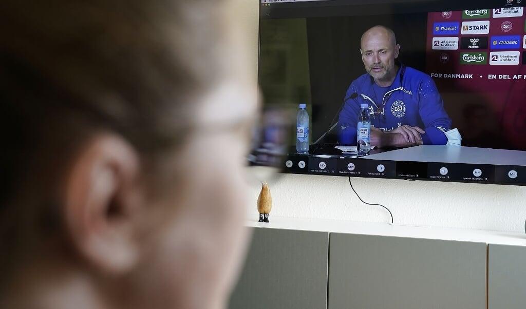DBUs fodbolddirektør Peter Møller, læge Morten Boesen og landstræner Kasper Hjulmand, på et digitalt pressemøde fra EM-landsholdslejren i Helsingør søndag den 13. juni 2021.  (Mads Claus Rasmussen/Ritzau Scanpix)