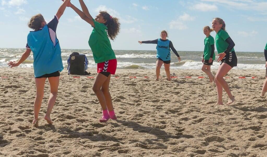 Håndboldskole i det fri. Bliver det mere lækkert?  ( SdU)