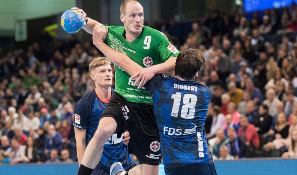 Endlich wieder Handball und dann gleich mit zwei Stadtderbys. Für Timo Brüne (am Ball) geht es gegen die Zweite der SG um den Aufstieg in die 3. Liga.  ( Tim Riediger )