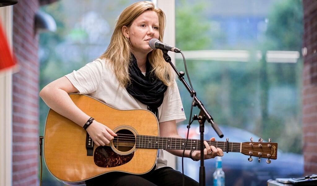 Den sønderjyske sanger Rikke Thomsen gav en stuekoncert på Flensborg Avis den 11. september 2019 i anledning af avisen 150-års jubilæum.    (Lars Salomonsen)