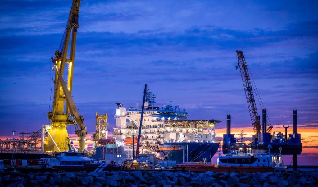 Russiske skibe har snart placeret de sidste stykker af ledningen på havbunden.   (Jens Büttner/dpa-Zentralbild/dpa)