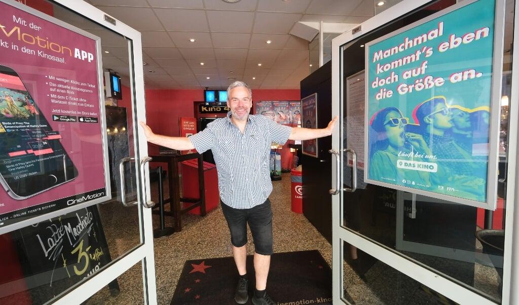 Capitol Filmpalast i Slesvig åbnede den 1. juli. Personalet kan næsten ikke få armene ned af begejstring, så godt gik aftenen.    (Sebastian Iwersen)