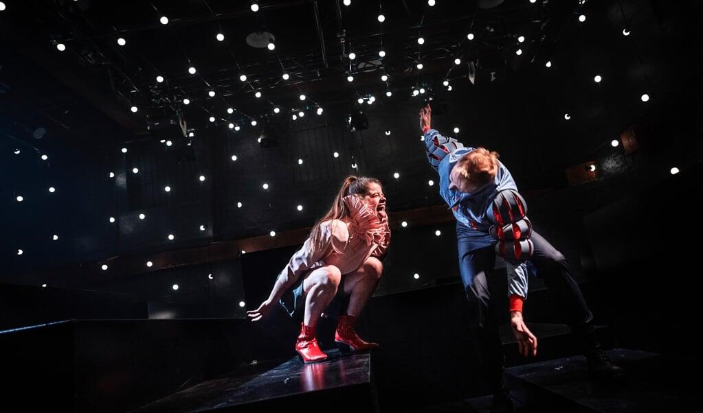Tyske Andrea Spicher og danske Jens Kepny Kristensen spiller henholdsvis Julie og Romeo.   (Søren Hasselgaard Skaanning)
