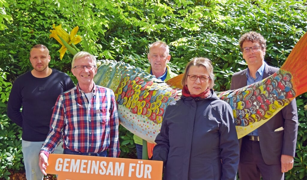 Übergabe auf dem Gelände des Katharinenhospiz am Park: Von links nach rechts Timo Jensen (TBZ), Horst Bendixen (Bürgerfonds), Hauke Bewernick (TBZ), Claudia Toporski (katharinenhospiz), heiko Ewen (TBZ). Foto  (TBZ Flensburg)