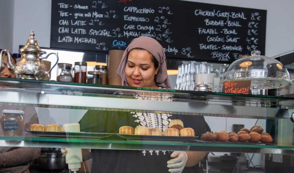 Nourel Soltani står selv klar bag disken hos Green Kitchen for at tage imod kunder og forberede maden.   (Tim Riediger)