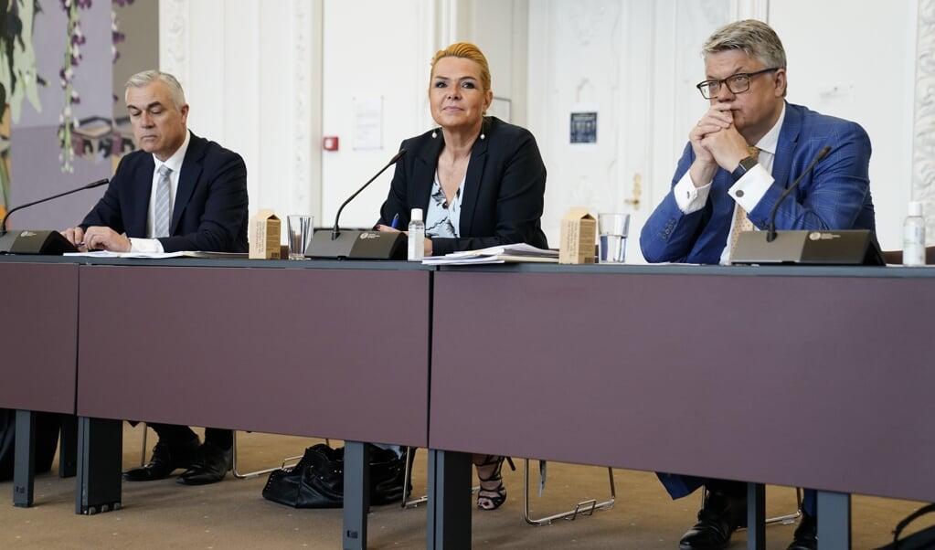 Inger Støjbergs advokat, René Offersen, (th) siger forud for det forberedende møde om rigsretssagen mod Inger Støjberg, at han ønsker anklageskriftet skåret til. Den skærpende omstændighed om misvisende oplysninger skal ud, mener han.  (Mads Claus Rasmussen/Ritzau Scanpix)
