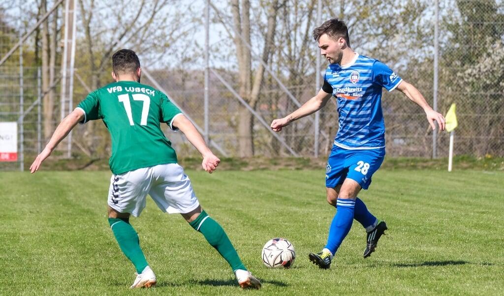 Lars-Ole Puttins und der TSB Flensburg wollen über den VfB Lübeck ins Pokal-Halbfinale einziehen.  (Archivfoto)
