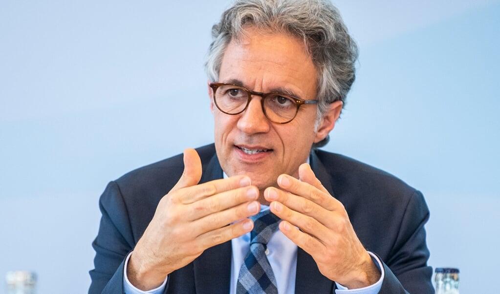 Jörg Dräger, Vorstandsmitglied der Bertelsmann-Stiftung, spricht während der Jahrespressekonferenz.    (David Inderlied, dpa)