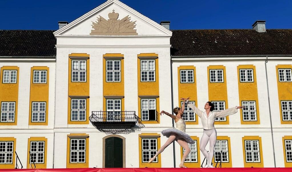 Kongelig Sommerballet har været en tradition ved Sønderborg Slot i mange år, men i år var det flyttet til Augustenborg Slotspark. Fotos:  (Katrine Lund Walsted)
