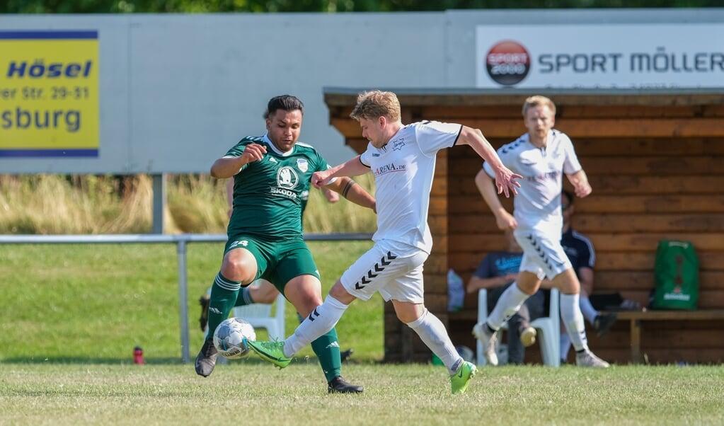IF Stjernen Flensborg (i hvidt) skal kæmpe om en plads i semifinalen i Kreispokal Schleswig-Flensburg.  ( Sven Geissler)