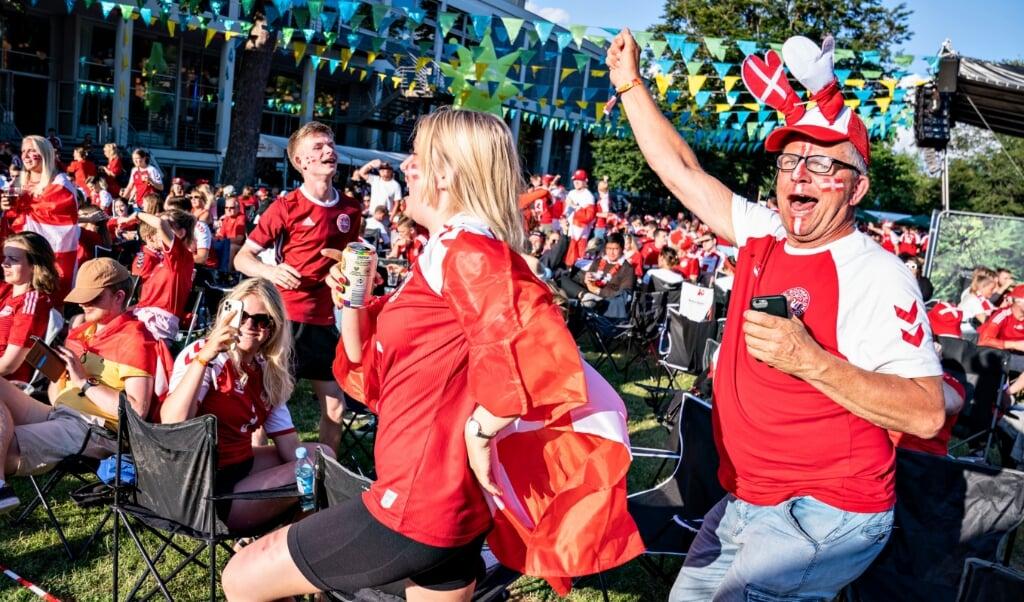Danske fans ser EM-semifinalen mellem Danmark og England på storskærm i Kildeparken i Aalborg, onsdag den 7. juli 2021.   (Henning Bagger/Ritzau Scanpix)